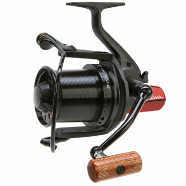 Daiwa - DCR6 Basia Custom Reel - Black Body Black Spool Red Rear Cover Wood Handle